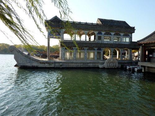 De Marmeren Boot in het Zomerpaleis in Beijing, een toevoeging van regentes Cixi