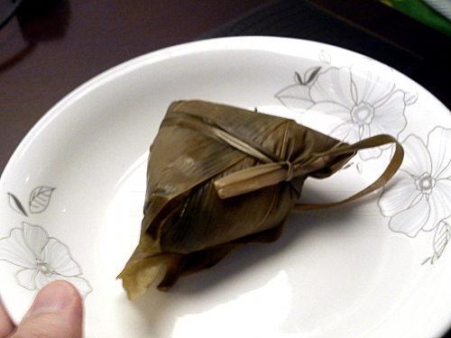 zongzi, plakkerige rijst in bladeren gewikkeld